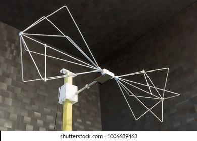 Biconical antenna for radiated emission EMC