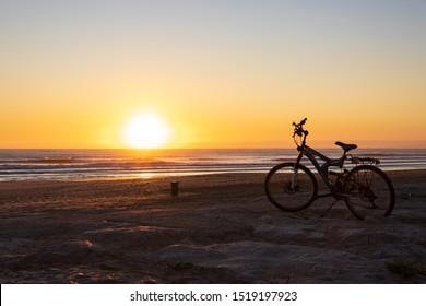 Mit einem Fahrrad zum Ozean