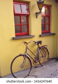 A bicycle outside an Irish pub