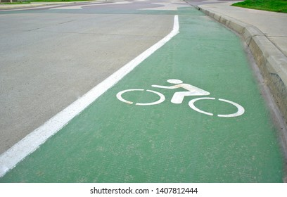 Bicycle path For the safety of travelers by bicycle Maintain a healthy body