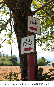 Bicycle path signpost with two arrows pointing different ways