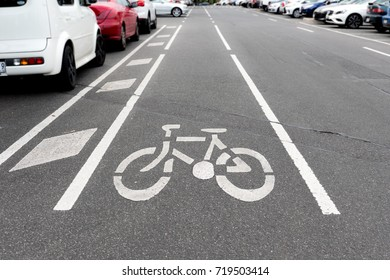 bicycle sign, bicycle sign painted on road surface