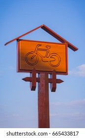 bicycle sign wood with sky