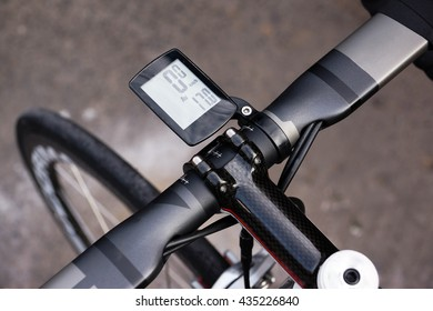Bicycle speed and distance digital measurement tool