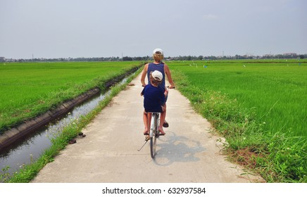 Bicycle trip through the fields of central Vietnam