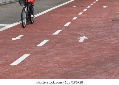 bi-directional cycle way in red