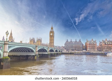 Big Ben and Houses of Parliament with bridge and thames river in London.