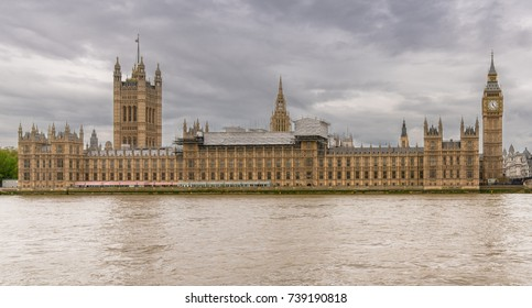 Big Ben and Houses of Parliament on a very cloudy and grey forenoon
