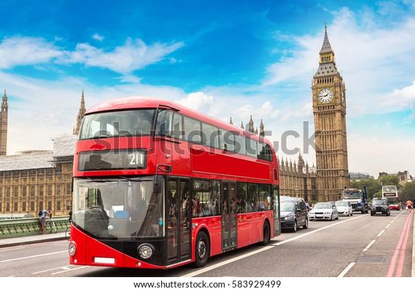 Биг Бен, Вестминстерский мост и красный двухэтажный автобус в Лондоне, Англия, Великобритания