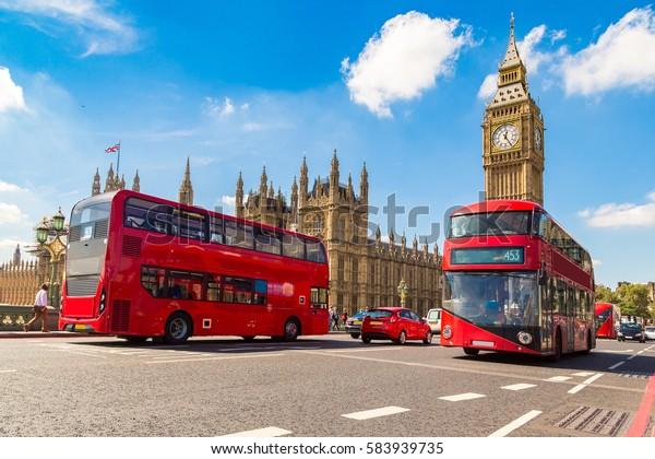 Big Ben, Westminster Bridge et un bus à double étage rouge à Londres, Angleterre, Royaume-Uni