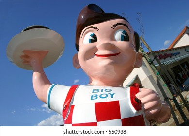 Big Boy statue at the Bob's Big Boy Express in Santa Paula, California