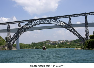 Big bridge over river Duru in the city Porto