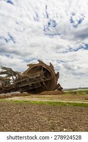 big brown coal wide-bucket excavator
