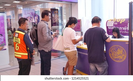 Big C Onnut, Bangkok, Thailand (27 Oct 18) - Car owners are queueing up to pay tax for annual license plate renewal at service kiosk provided by government agency at department store over weekend