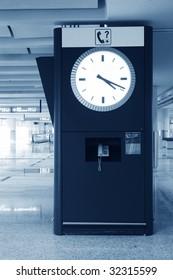big clock in Hongkong airport