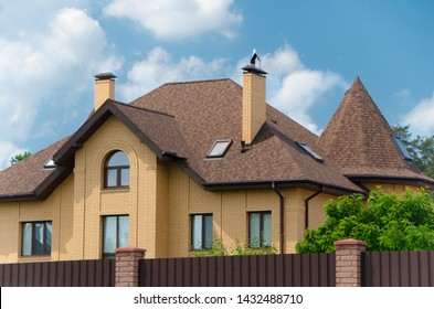 Big cottage with a beautiful roof of shingles IKO Cambridge