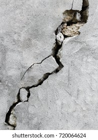Big crack on the wall