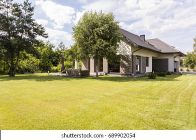 Big detached house in the suburbs with big, green garden