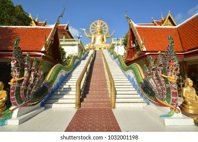 Big golden buddha in temple.