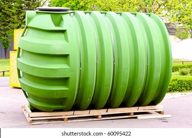 Big green tank for underground liquid storage