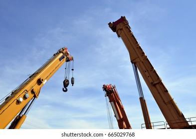 Big heavy equipment, Mobile construction cranes