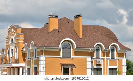 Big house with shingle roof brown color