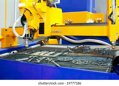 Big industrial metal cutter with pressure sand