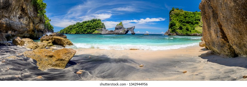 Big Panoramic of idyllic tropical beach with small island and perfect azure clean water - nobody / Indonesia, Bali, Nusa Penida