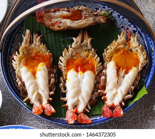 The big river shrimps were on the plate/River shrimp