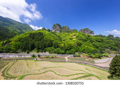 Big rock and collaboration in a field. This location of Oita prefecture is called EBISUYABA.