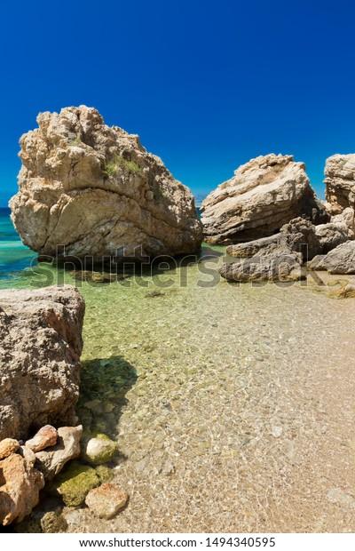 big-rocks-create-fantastic-image-600w-14