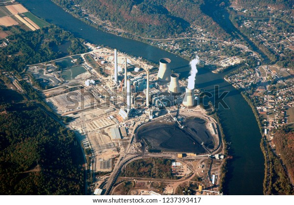 Big Scary, West Virginia, USA, John E Amos Power Plant on the Kanawha River, October 5, 2008