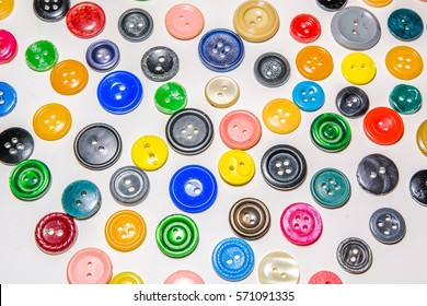 A big set of buttons in various flowers and projects. On a white background there are a lot of buttons