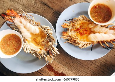 Big Shrimps with Spicy Green Sauce
