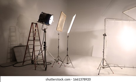 Big studio LED continue lighting for photo and video shooting production on tripod which very strong and powerful by more than 1000 watt and light setup include softbox or transperant paper