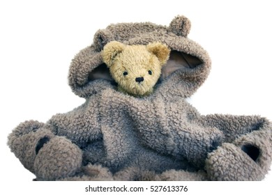 Too big suit. Uncomfortable in the situation. This teddy bear feel the same.