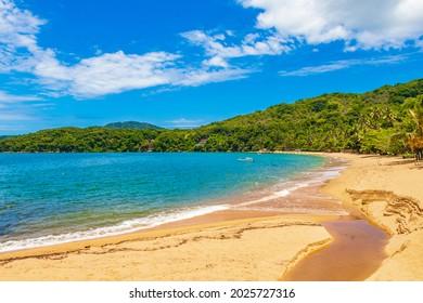 Die große tropische Insel Ilha Grande Praia de Palmas Strand in Angra dos Reis Rio de Janeiro Brasilien.