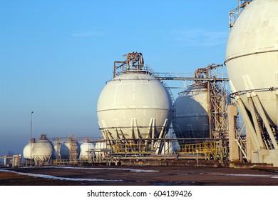 big white deposit tanks for crude oil