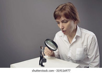 big woman with magnifying glass and small man