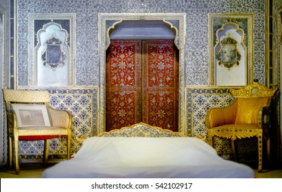 BIKANER, INDIA - DEC 10, 2016: The interior view of the Queen's room patterns inside 16th century Junagarh Fort. The 5.28 hectares large Fort precinct is studded with palaces, temples