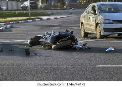 a bike crashed into a car a motorcyclist was injured police investigation fingerprint investigator