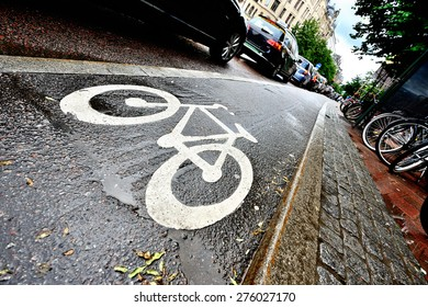 Bike lane and car queue