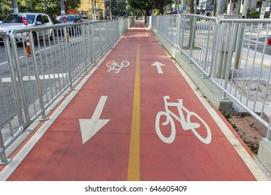 Bike lane in a sunday afternoon at Sao Paulo city - 2017