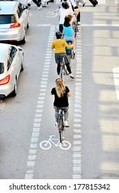 Bikes in bike lane queue