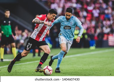 Bilbao, Spain. 06th May, 2019. Pais Vasco. San Mamés. Liga santander. Athletic Bilbao v RC Celta de Vigo: Ander Capa (#21) runs with the ball against Ryad Boudebouz (#24)