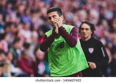 Bilbao, Spain. 06th May, 2019. Pais Vasco. San Mamés. Liga santander. Athletic Bilbao v RC Celta de Vigo: Markel Susaeta (#14) says thanks to the crowd in her last match as Athletic Bilbao player.