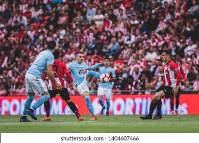 Bilbao, Spain. 06th May, 2019. Pais Vasco. San Mamés. Liga santander. Athletic Bilbao v RC Celta de Vigo: Iago Aspas (#10) tries to controll the ball against 2 rivals.