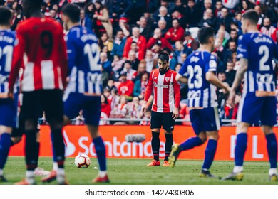 Bilbao, Spain. 27th April, 2019. Pais Vasco. San Mamés. Liga santander. Athletic Bilbao v D. Alavés: Beñat Etxebarria (#7) focused on the free kick.