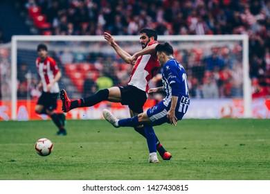 Bilbao, Spain. 27th April, 2019. Pais Vasco. San Mamés. Liga santander. Athletic Bilbao v D. Alavés: Raul García (#22) tries to win the ball