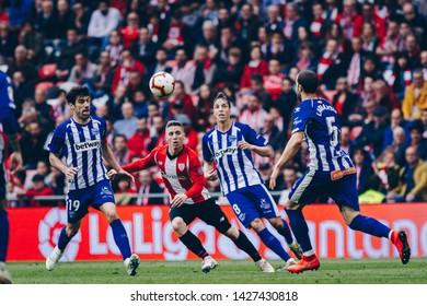Bilbao, Spain. 27th April, 2019. Pais Vasco. San Mamés. Liga santander. Athletic Bilbao v D. Alavés: Iker Muniain (#10) shoot the ball during the game.